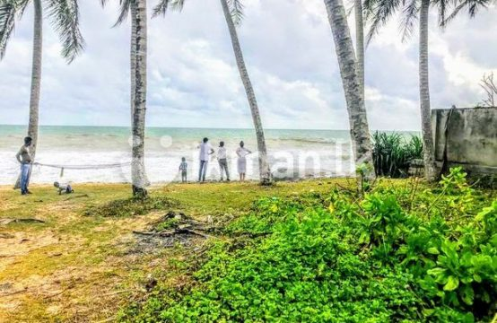 Beach Front 27 P Land Sale At Facing Galle Road Balapitiya